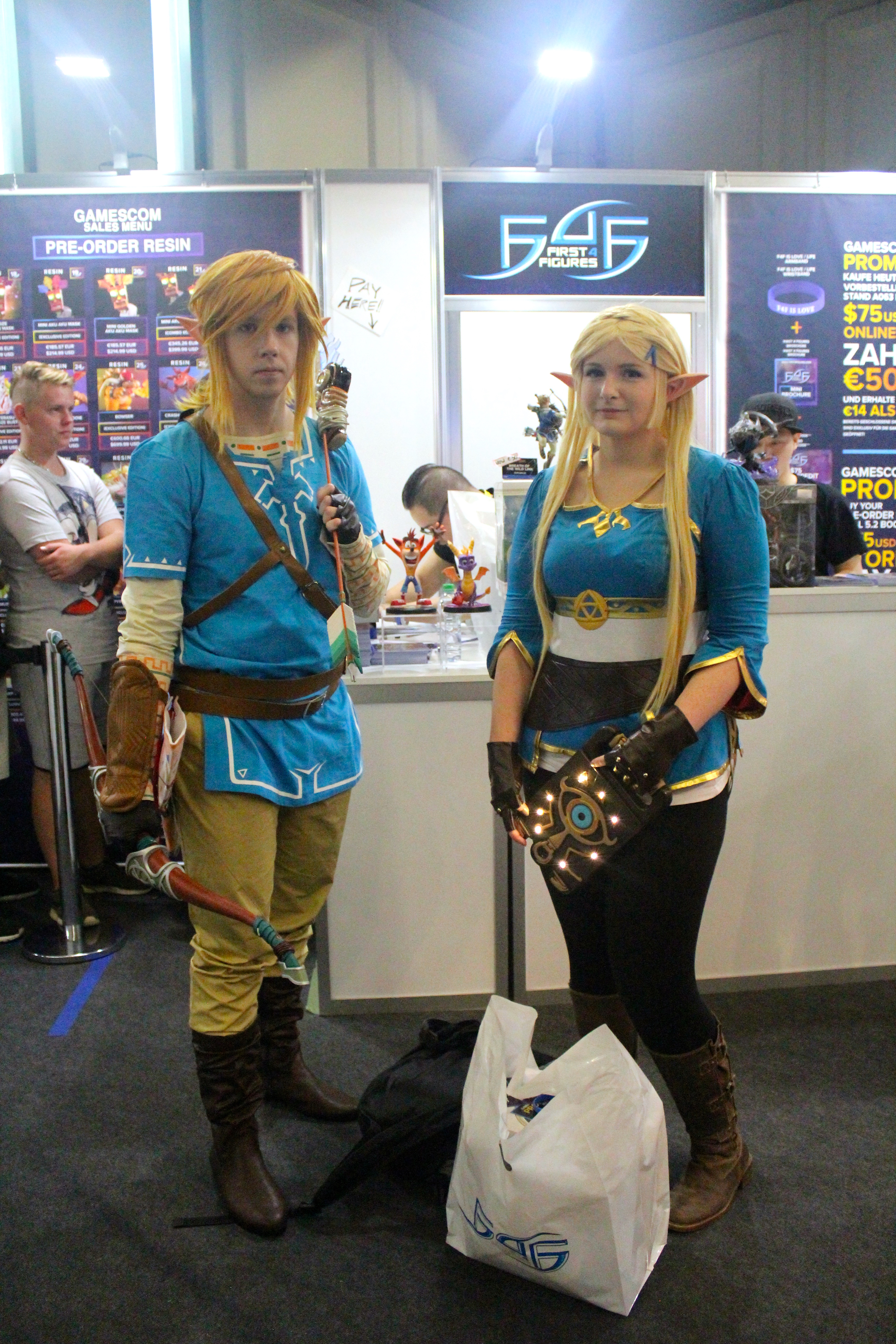 The Legend of Zelda: Breath of the Wild Link and Zelda Cosplay